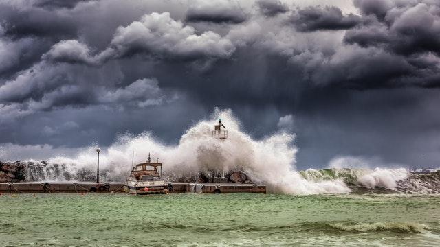 Dreams of Strong Waves and Tsunamis