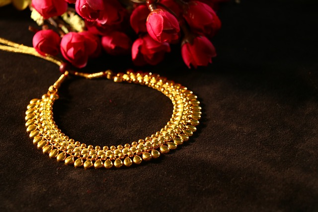 Dream jewelry meaning - Spiritual Meaning Of Gold Necklace